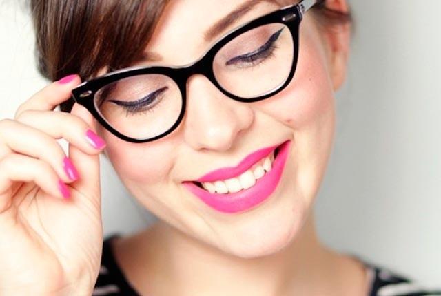 5 συμβουλές μακιγιάζ για γυναίκες που φοράνε γυαλιά!