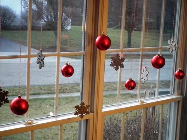Best-Christmas-Window-Decorating-600x450
