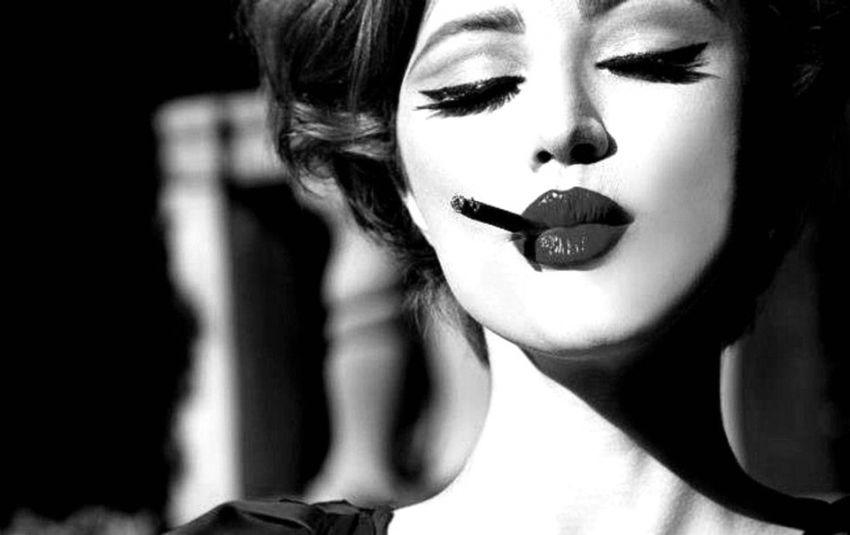 anapnoes.gr : photo 2613 850535 Η θηλυκότητα είναι μια τέχνη ξεχασμένη από πολλές...