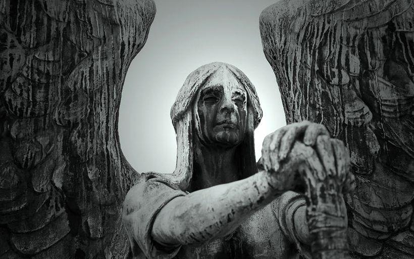 anapnoes.gr : weeping angel thumb large Οι άνθρωποι μπορεί να φεύγουν, οι αναμνήσεις ποτέ.