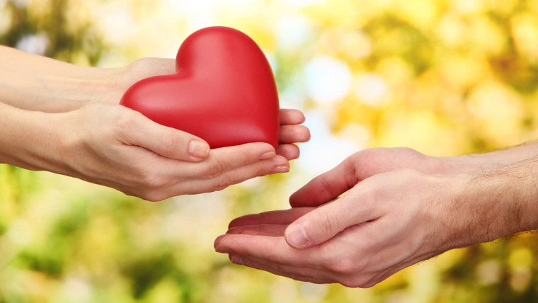 anapnoes.gr : V Day charity 125225639 760x428 Λέο Μπουσκάλια: Δεν αγαπώ για να μου το ανταποδώσουν.