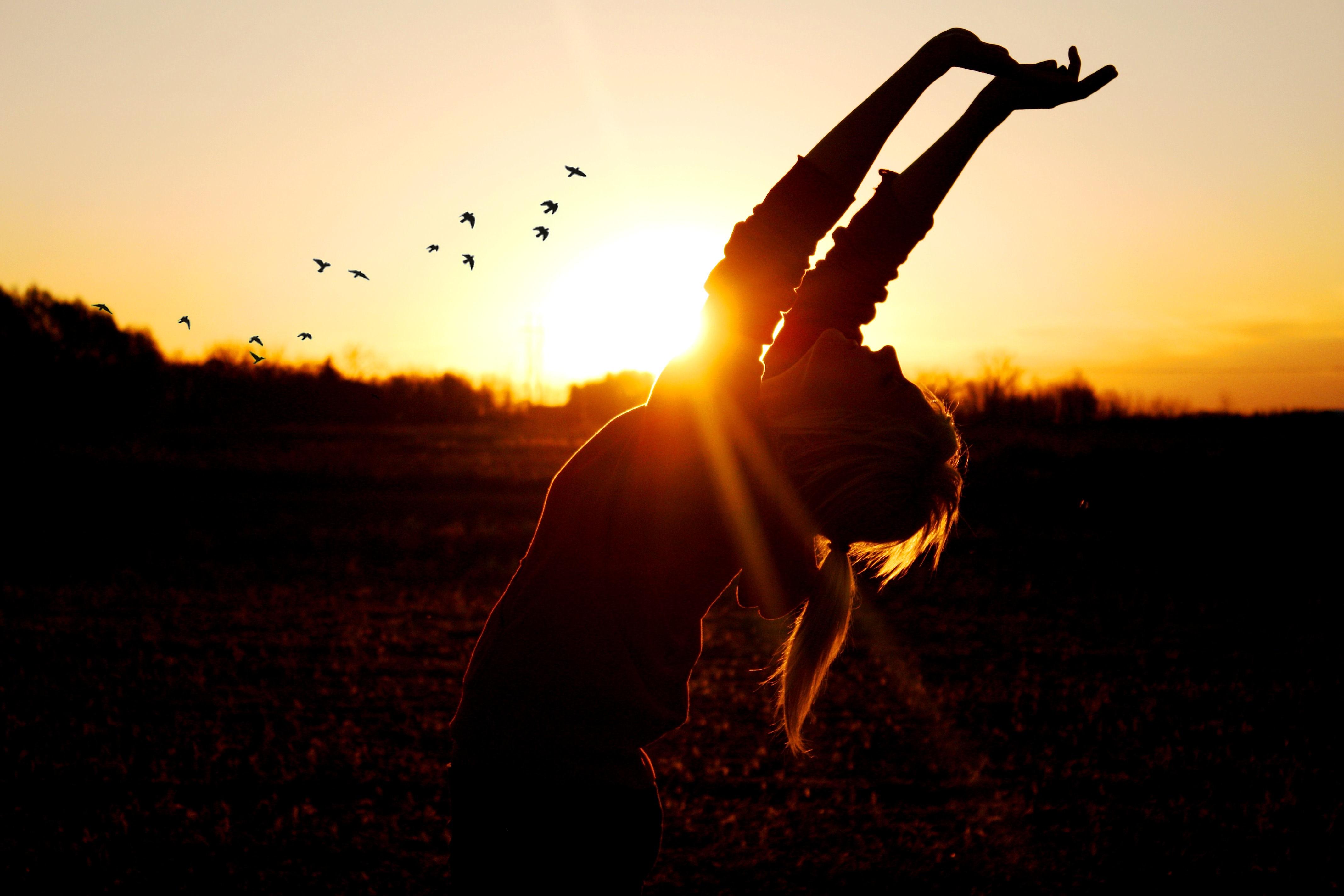 Να θυμάσαι πως η ευτυχία έρχεται από μέσα προς τα έξω.