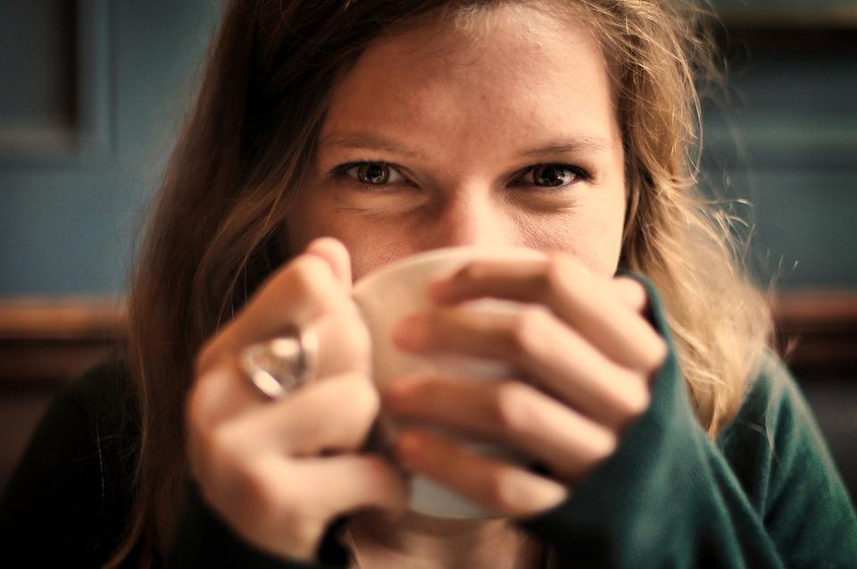 Λάμψτε! Τα 6 χαρακτηριστικά των γοητευτικών ανθρώπων