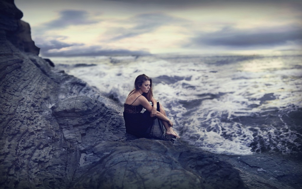 Girls_The_girl_on_a_rock_looking_into_the_stormy_sea_102187_