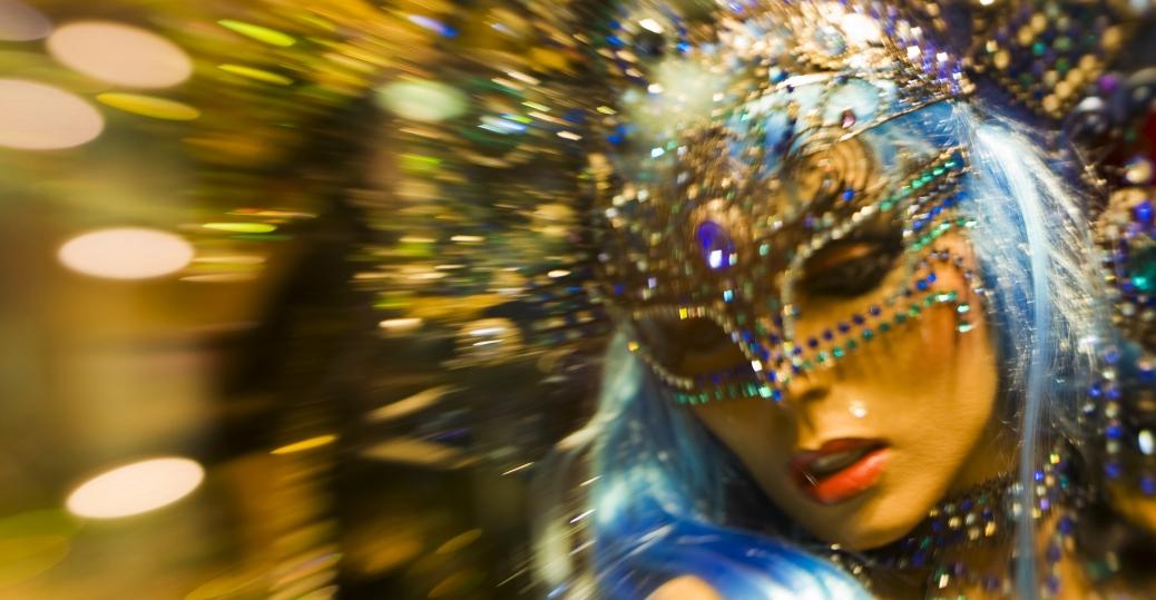 Χόρχε Μπουκάι : Κι αν πετάξεις τη μάσκα σου, τι μένει;