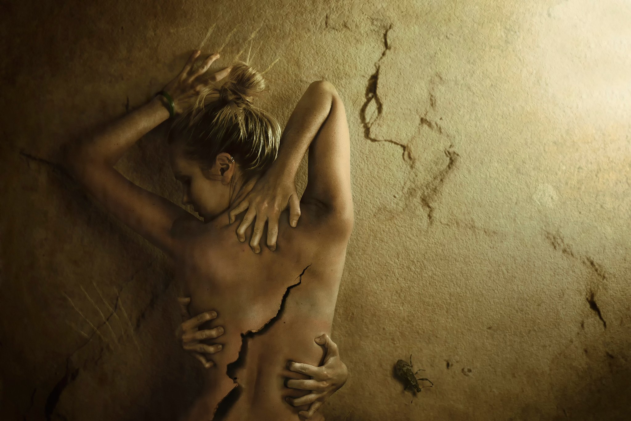 Pain-wall-cracks-girl-back-love-horror-dark-mood-sad-gothic-emo-wallpaper