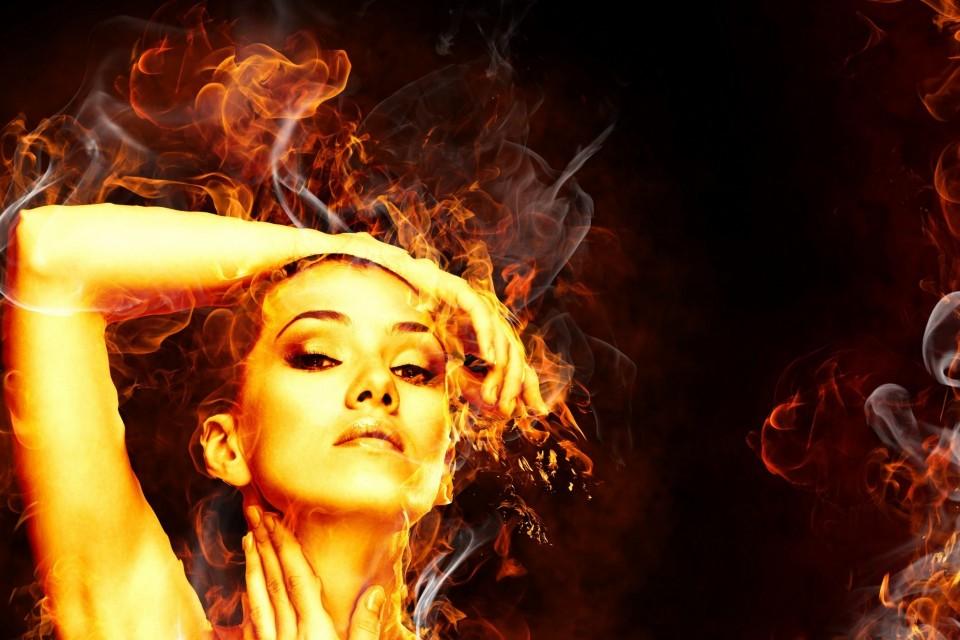 Σε σένα, που έμαθες να καίγεσαι και να αναγεννάσαι.