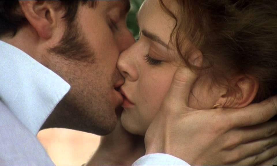 Τα πιο παθιασμένα φιλιά δόθηκαν σε αποχωρισμούς.
