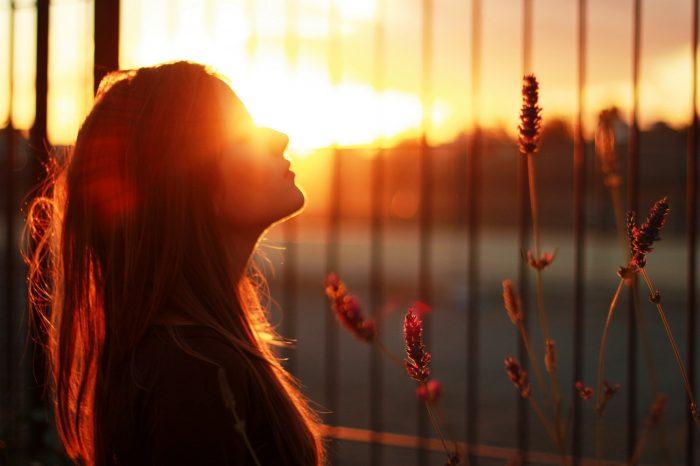 Μάθε πώς να διώχνεις τις αρνητικές σκέψεις από μέσα σου.