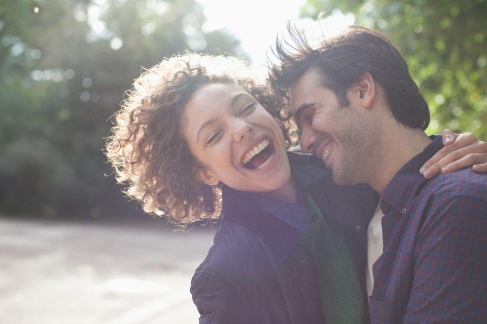 Έρωτας είναι να κάνεις τον άνθρωπό σου να γελά.
