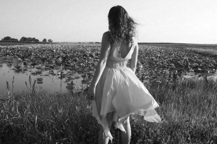 Κι αν δεν έρθεις ποτέ, εγώ θα γυρνώ και θα σε περιμένω.