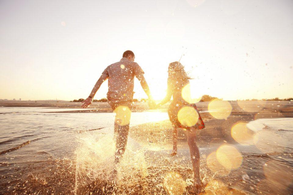Τα χαρακτηριστικά ενός πραγματικά ευτυχισμένου ζευγαριού.