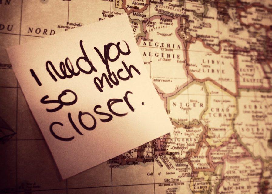 Η απόσταση σκοτώνει τη σχέση αργά και βασανιστικά.