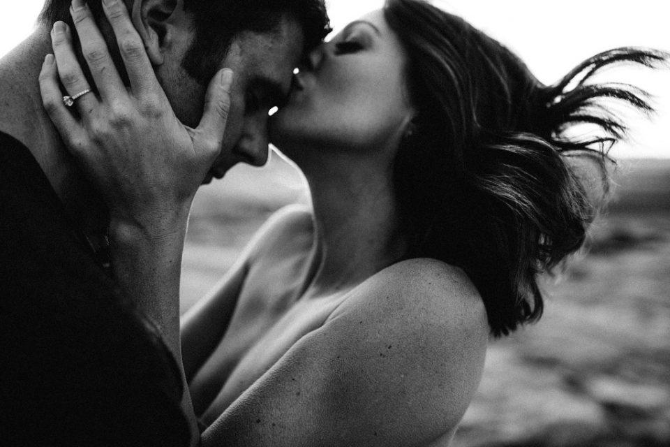 Να μιλάς για τον έρωτα με τις σιωπές και τις ανάσες σου.