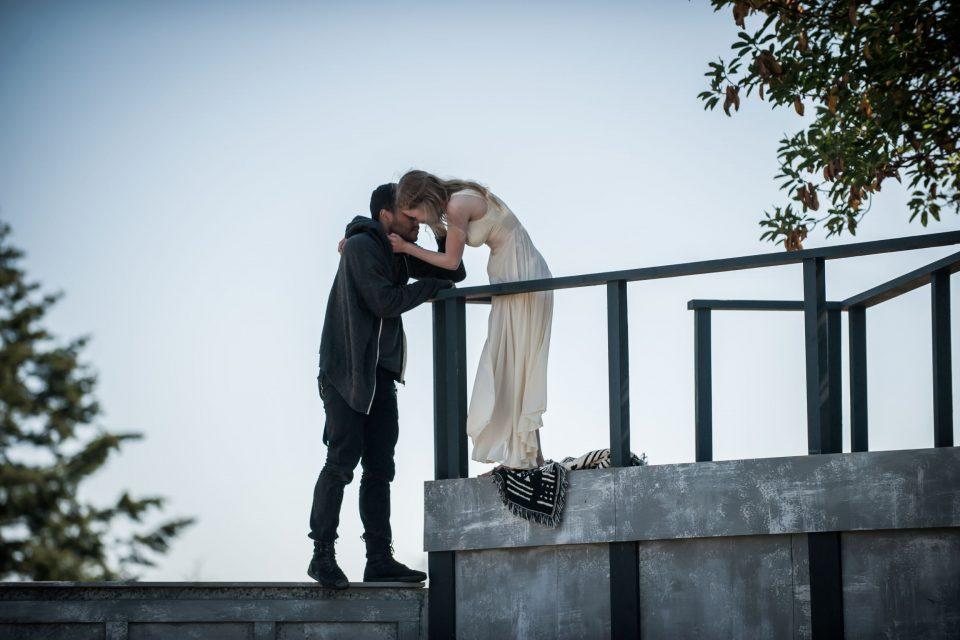 Μια φορά και ένα καιρό ερωτεύτηκαν αλλά ο κόσμος δεν τους ήθελε μαζί.