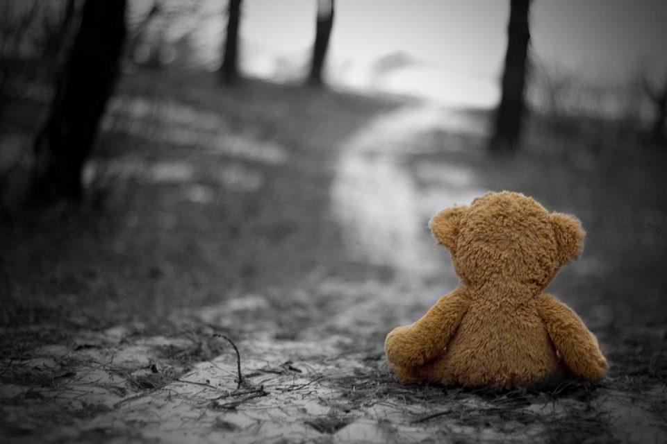 Η θλίψη είναι φίλος σου και σαν φίλο περιμένει να την αγκαλιάσεις.