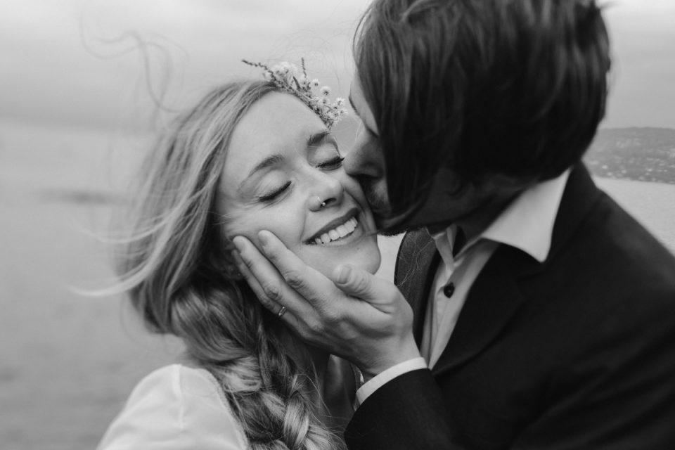 Δεν κρύβεται ο έρωτας, μα ούτε και η αγάπη.