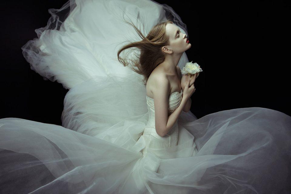 Οι έρωτες όταν φεύγουν, γίνονται αναμνήσεις που στοιχειώνουν το μυαλό μας.