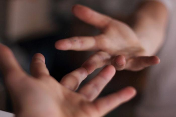 Τα δαχτυλάκια στον καθρέπτη…