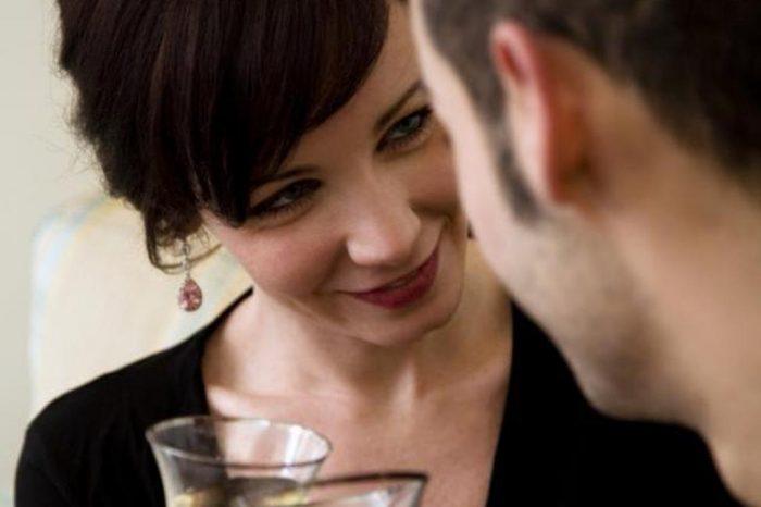 Όταν μια γυναίκα σού μιλάει, άκου αυτά που λέει με τα μάτια της.