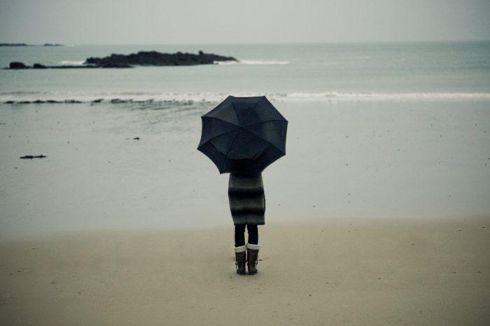 Γιάννης Ρίτσος: Σκέψου η ζωή να τραβάει το δρόμο της και συ να λείπεις.