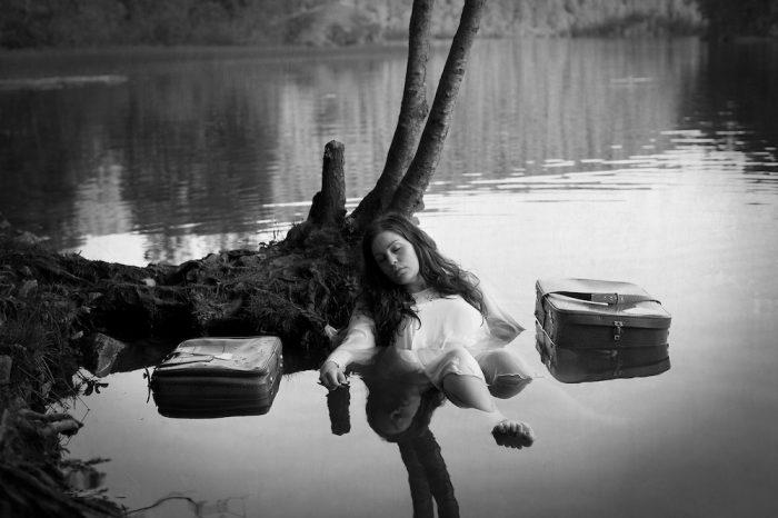 Και όλα τώρα πια, αθόρυβα, σαν την ψυχή μου που κοιμήθηκε...