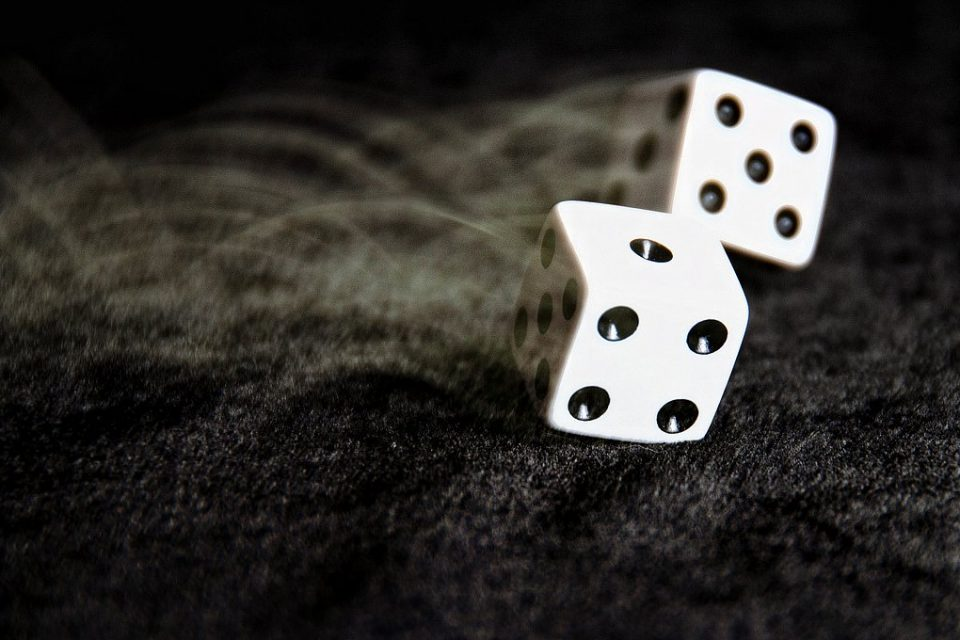 Ρίξε τη ζαριά σου και ότι προκύψει. Ο χαμένος μαθαίνει καλύτερα από τον κερδισμένο.