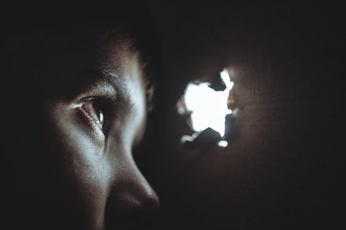 Το φοβισμένο παιδί μπορεί να γίνει μυστικοπαθές.