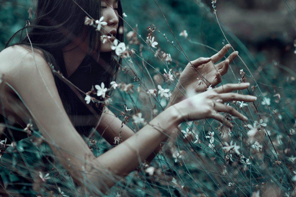 Μείνε μακριά από δήθεν αγκαλιές, φιλιά και δανεικούς έρωτες.