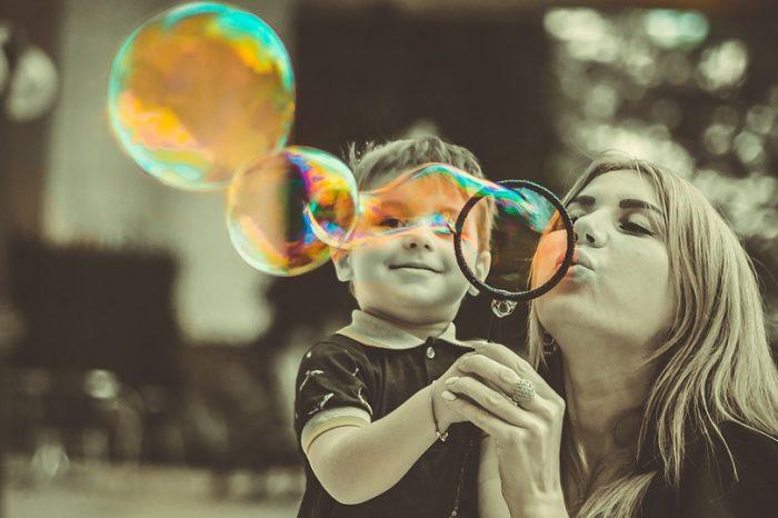Μια γυναίκα δεν καταξιώνεται μόνο μέσα από το μητρικό της ρόλο.